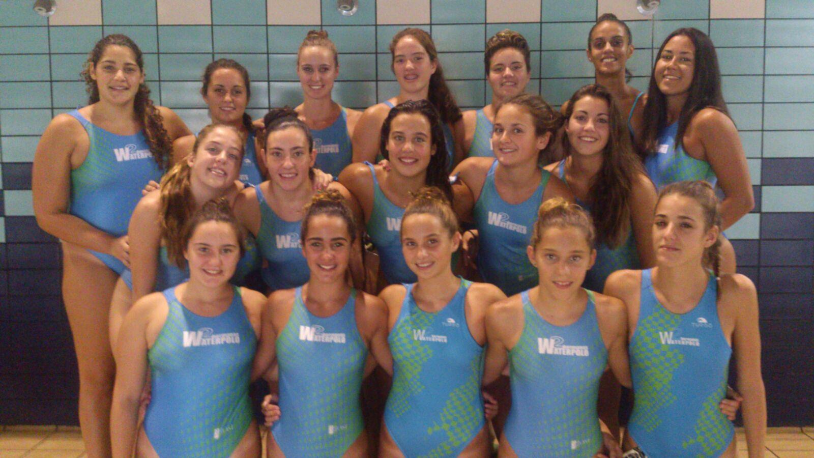 El equipo femenino del Dos Hermanas-EMASESA, antes de un entrenamiento